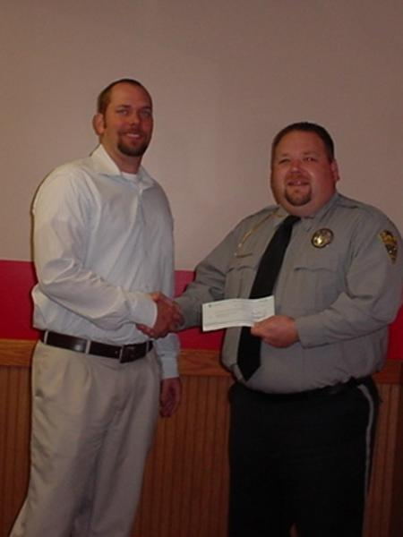 Sheriff Groves shaking hands with State Farm Agent Terry Bessman